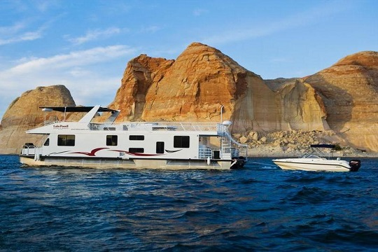How to pick the right houseboat for vacation